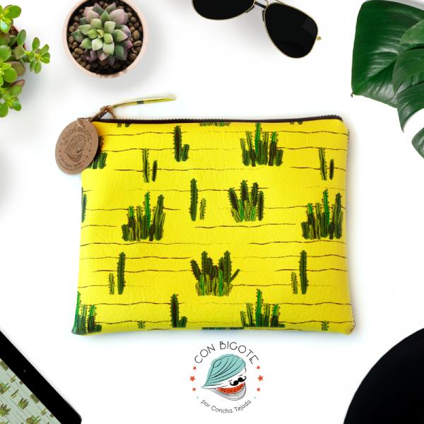 Cactus-field-wallet-cactai-pattern-cartera-con-cactus-de-lanzarote-conbigote