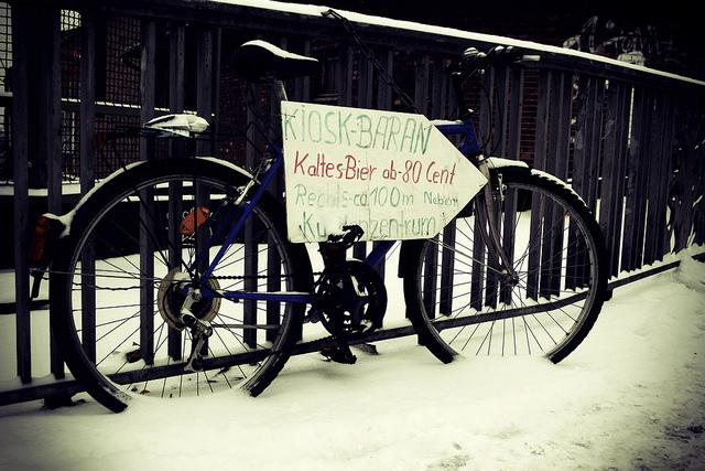 Bicicleta frente a la Biblioteca Central de Haburgo Con Bigote Blog